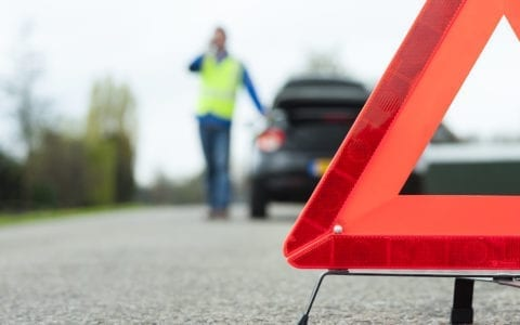 What to include in an emergency roadside kit