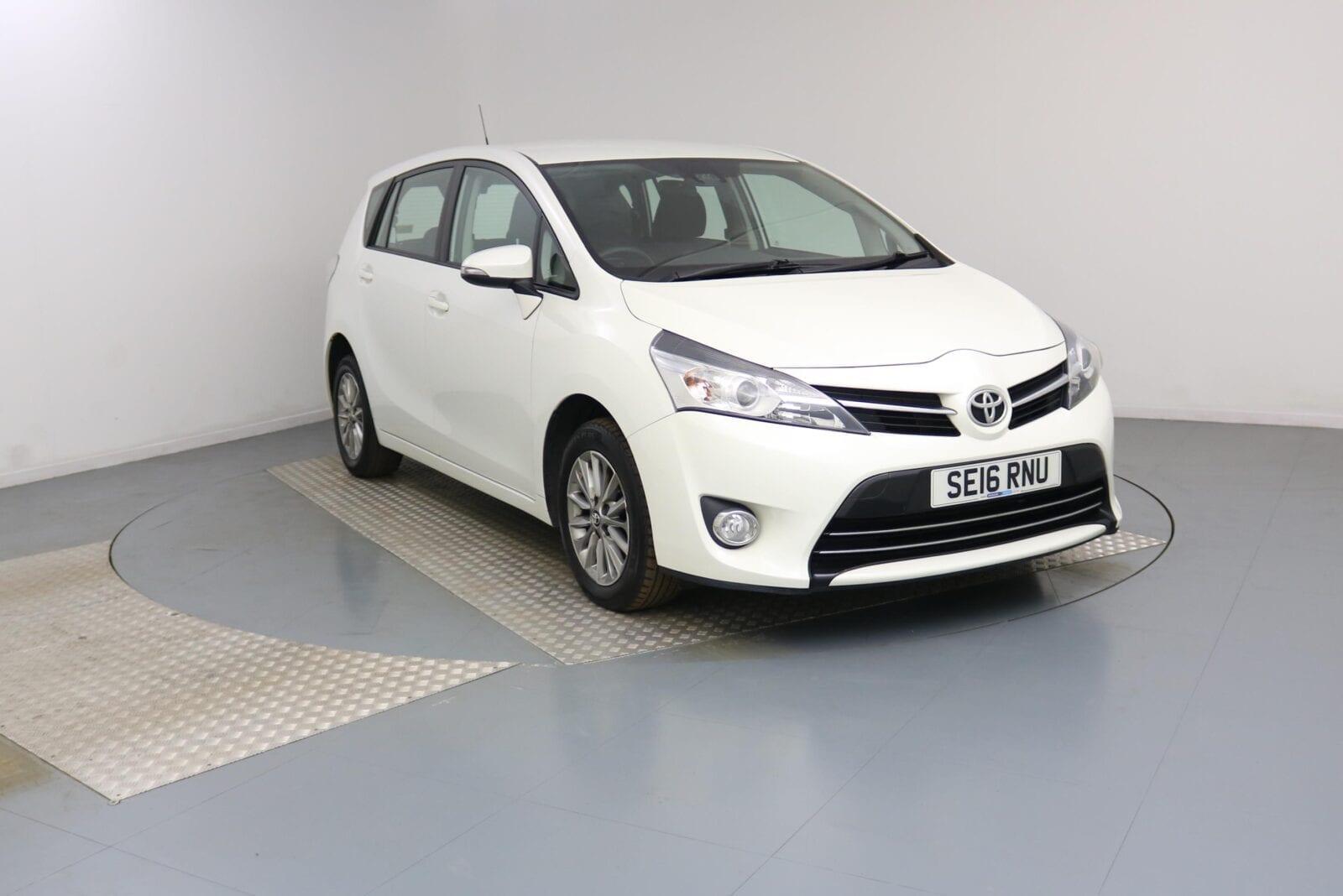 Verso  Toyota